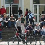 Studierende vor dem Otto-Eger-Heim